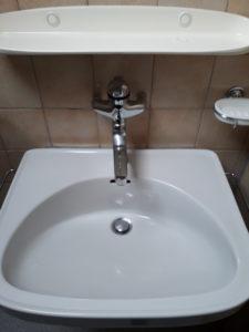 Sauberes Waschbecken - Vorher - Nachher Foto